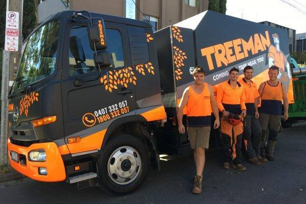 tree-service-truck-sinage